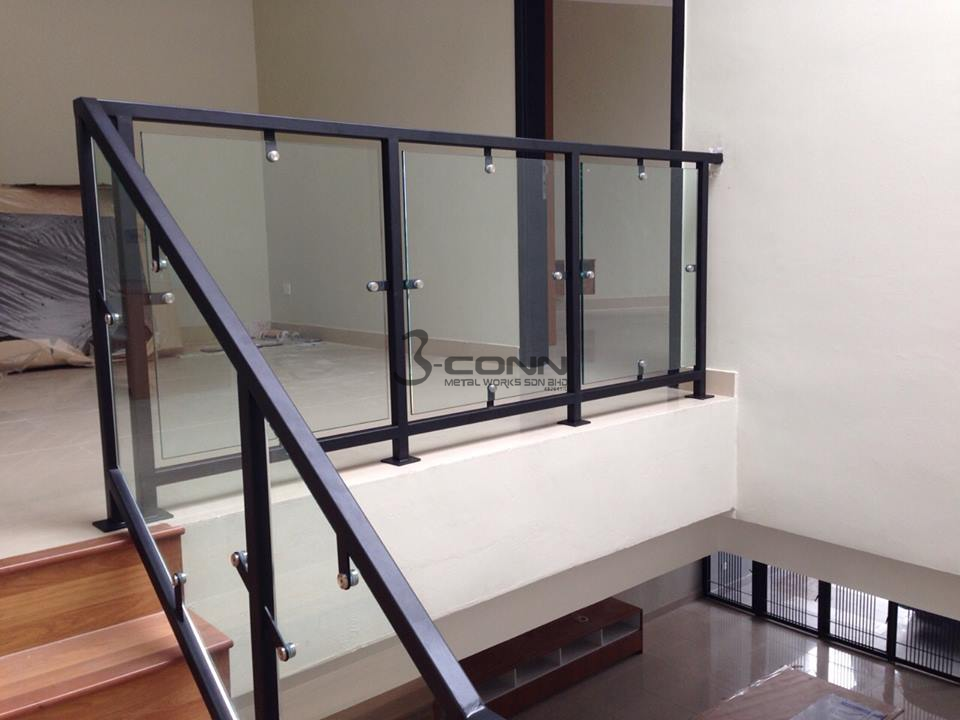 Mild Steel Staircase Glass Railing With