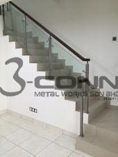 STAINLESS STEEL STAIRCASE WITH TEMPERED GLASS
